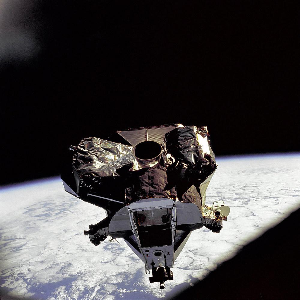 Apollo 11-Aufstiegsstufe (Triebwerk und Folie unten)